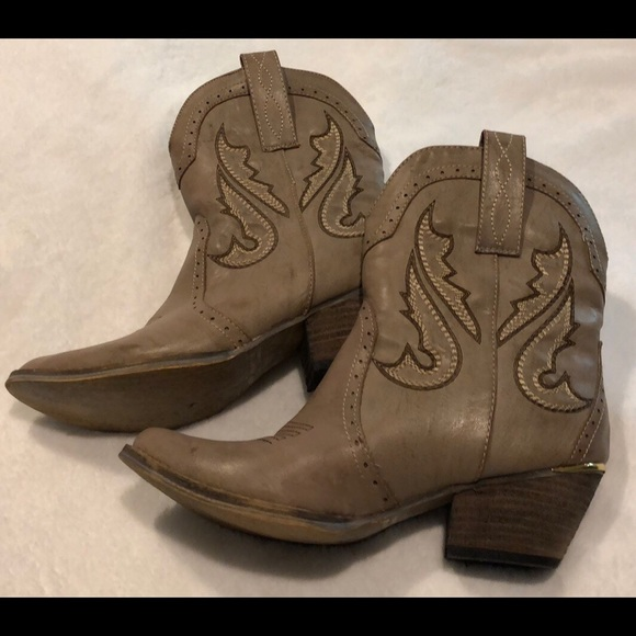 236d43b9443 Short cowgirl boots